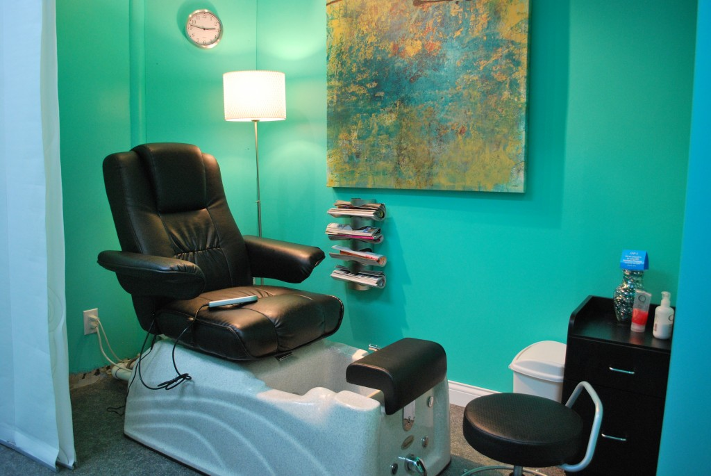 aqua salon pedi room